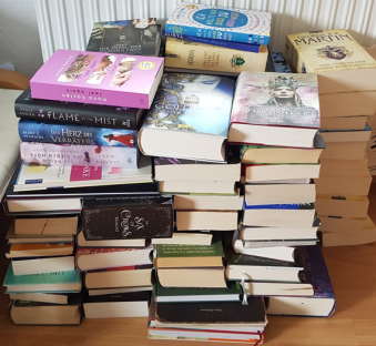 Der Stapel, der Bücher, die nicht mehr ins Regal passen